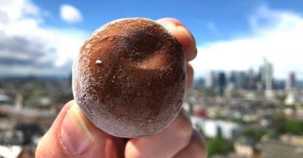 Mochi-Eis «Little Moons»: Die Reismehlteigkugel verbindet japanische mit italienischer Dessertküche.