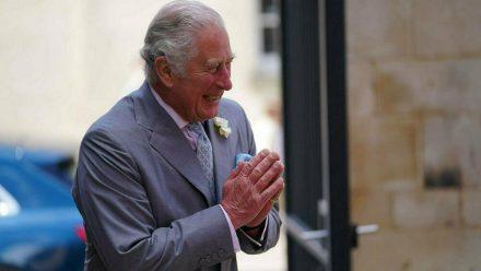 Prinz Charles bestens gelaunt bei seinem Besuch in Oxford (jom/spot)