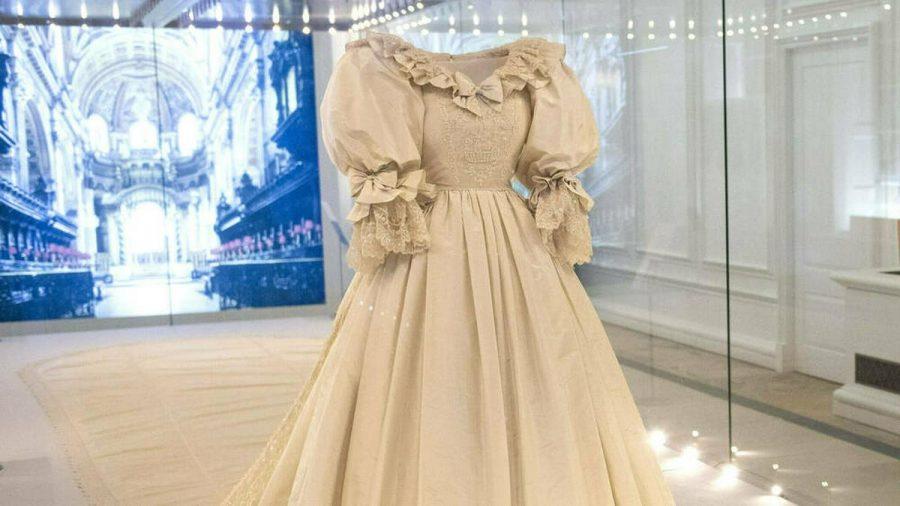 Das Hochzeitskleid von Prinzessin Diana ist im Kensington Palast ausgestellt. (ili/spot)