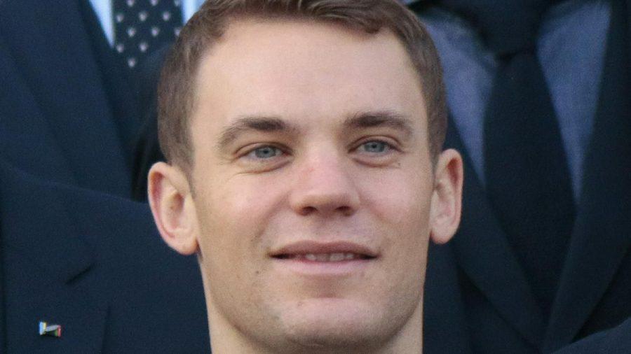 Nationaltorwart Manuel Neuer und die A-Mannschaftskollegen gratulieren den U21-Europameistern. (ili/spot)