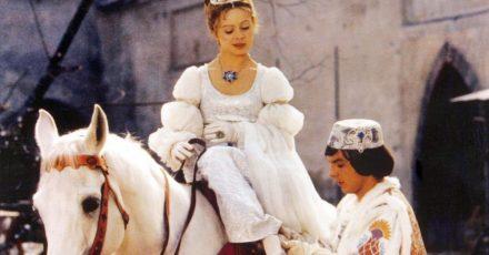 Libuse Safrankova als Aschenbrödel (l.) und Pavel Travnicek als Prinz im Märchenklassiker «Drei Haselnüsse für Aschenbrödel».