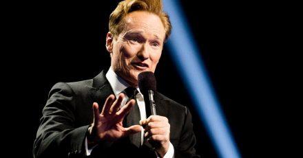 Conan O'Brien, Comedian und Fernsehmoderator aus den USA, spricht während eines Konzerts anlässlich der Friedensnobelpreisverleihung 2016.