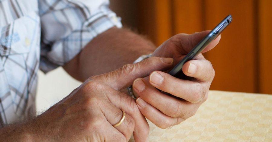 Laut einer Umfrage stieg der Anteil der Menschen ab 65 Jahren, die ihre Bankgeschäfte online erledigen, im vergangenen Jahr von 22 Prozent auf 39 Prozent.