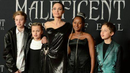 Angelina Jolie mit vier ihrer sechs Kinder bei einem gemeinsamen Auftritt. (hub/spot)
