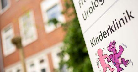 Ein frühgeborenes Baby ist im Klinikum Oldenburg wenige Tage nach der Geburt an verunreinigter Milchpulvernahrung gestorben.