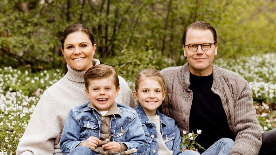 Kronprinzessin Victoria und Prinz Daniel von Schweden mit ihren Kindern Prinz Oscar und Prinzessin Estelle. (ncz/spot)