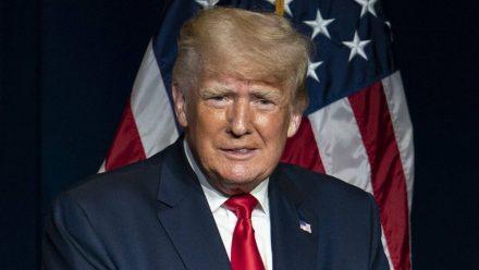 Das Netz lacht: Trägt Donald Trump hier die Hose falsch herum?
