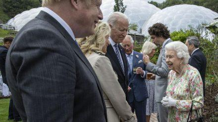 Die Queen im Gespräch mit Joe und Jill Biden (wue/spot)