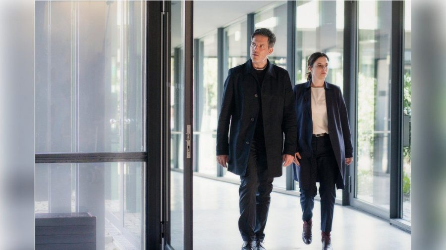 """Tim Bergmann und Annika Kuhl in ihren Rollen als Oliver von Bodenstein und Pia Sander im """"Taunuskrimi"""". (nra/spot)"""