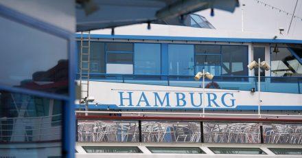 Unter Hygieneauflagen werden in Hamburg Hafenrundfahrten wieder erlaubt.