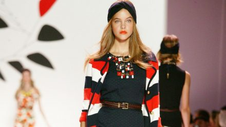 Fashionistas erobern den Sommer dieses Jahr im Streifen-Cardigan. (eee/spot)