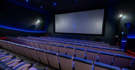 Leere Sitze in einem Kinosaal, am Samstagabend endete das online veranstaltete Bundesfestival Film in Wuppertal.