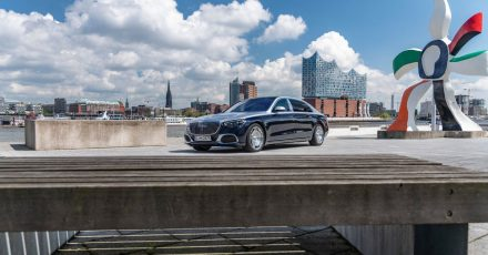 Seine S-Klasse krönt Mercedes mit den längeren und luxuriöseren Maybach-Modellen, die auf Acht- und Zwölfzylindermotoren zurückgreifen können.