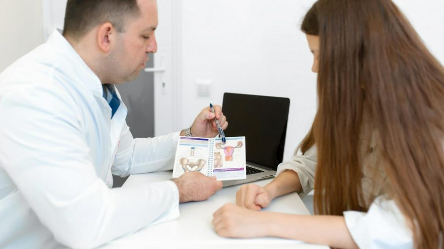 Die Vorsorge gegen Gebärmutterhalskrebs sollte spätestens ab einem Alter von 18 Jahren beginnen. (eee/spot)