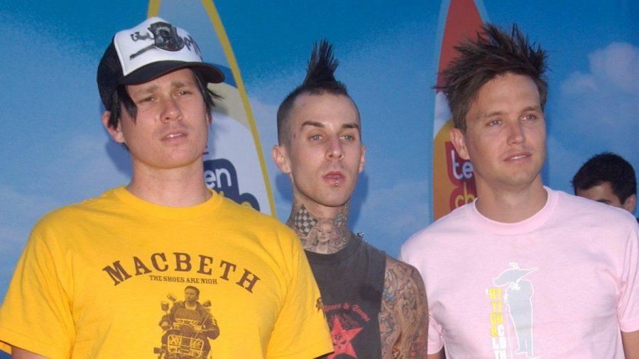 (v.l.n.r.) Tom DeLonge, Travis Barker und Mark Hoppus bei einer Veranstaltung 2004 (rto/spot)