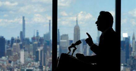 Andrew Cuomo, Gouverneur von New York, spricht über die Aufhebung von Corona-Einschränkungen.