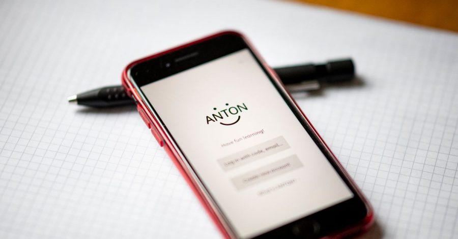 Seit den Schulschließungen verwenden viele Lehrer als Unterrichtsersatz auch Lern-Apps wie «Anton». Suchttherapeut Christian Groß sieht die dort implementierten Belohnungssysteme kritisch.