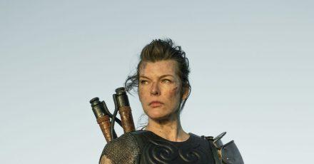 Die Monster im Blick:Milla Jovovich als Artemis.