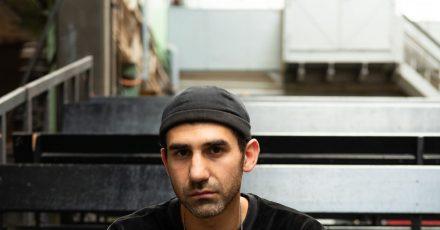 Necati Öziri ist als Autor am Nationaltheater Mannheim engagiert und ist jetzt in Klagenfurt dabei.