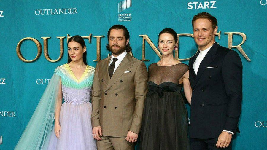 """Sophie Skelton, Richard Rankin, Caitriona Balfe und Sam Heughan bei der Premiere der fünften Staffel von """"Outlander"""" in Los Angeles, 2020. (aha/spot)"""