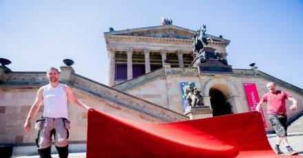 Die Normalität kehrt langsam wieder zurück:der rote Teppich auf der Museumsinsel.