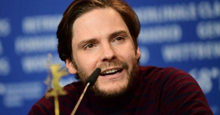 Das Regiedebüt des Schauspielers Daniel Brühl geht ins Rennen um den Goldenen Bären der Berlinale 2021.