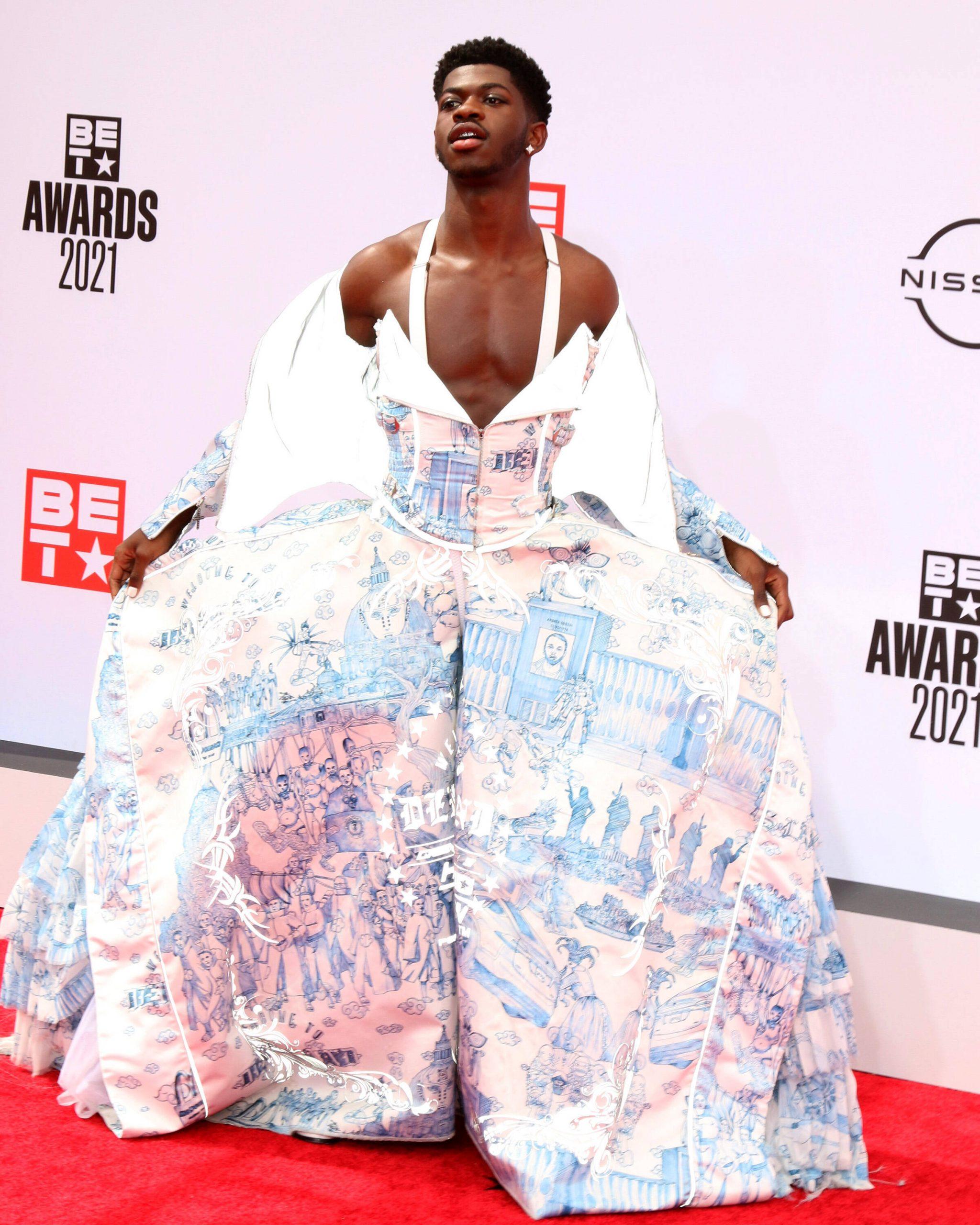 Lil Nas X: So stylisch mischte er die BET-Awards auf