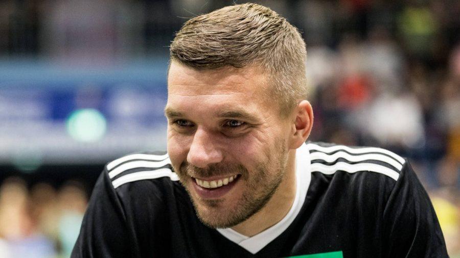 Lukas Podolski ist schwer genervt von Spielerfrauen