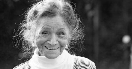 Ingrid Fröhlich begann ihre Karriere beim Volkstheater in Wien.
