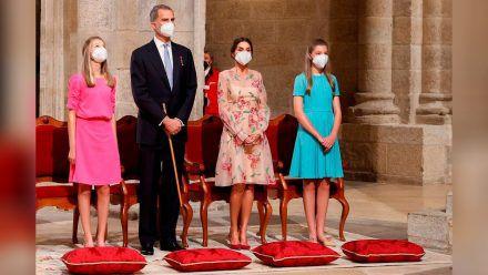 Farbenfroh und luftig: Die spanischen Royals besuchten am Sonntag Santiago de Compostela. (wag/spot)