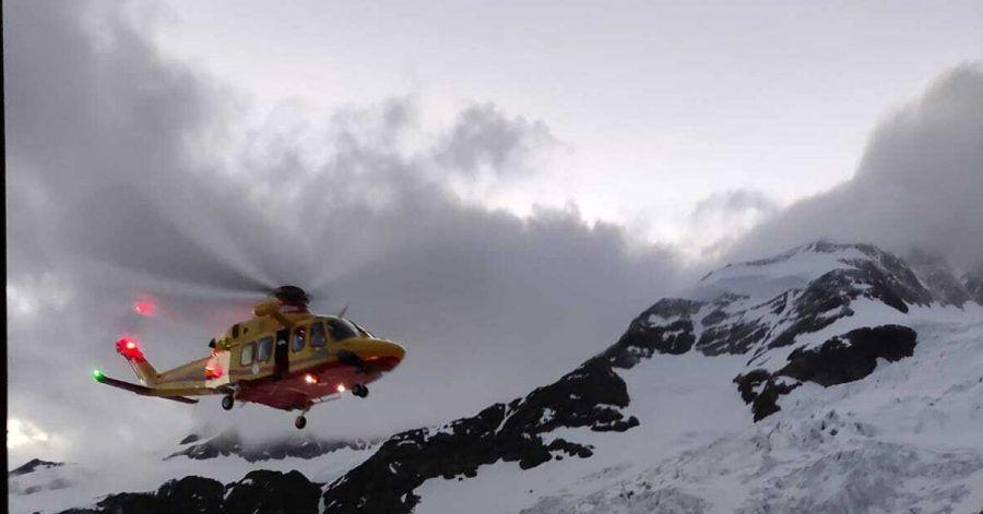 Hubschrauber der italienischen Bergwacht im Einsatz. Zwei Frauen sind in den Alpen auf mehr als 4000 Metern Höhe erfroren.