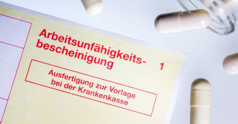 Arbeitsunfähigkeitsbescheinigung oder der «gelbe Schein» ist essenziell, wenn es um die Beantragung von Krankengeld geht.