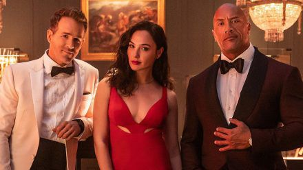 "Ryan Reynolds, Gal Gadot und Dwayne Johnson in ""Red Notice"" (jom/spot)"