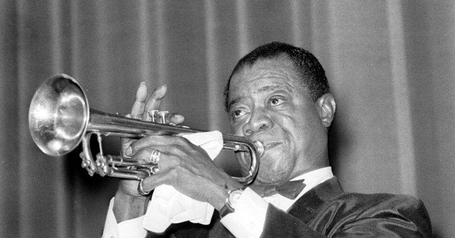 Jazz-Trompeter Louis Armstrong bei einem Konzert in Frankfurt/Main 1955.