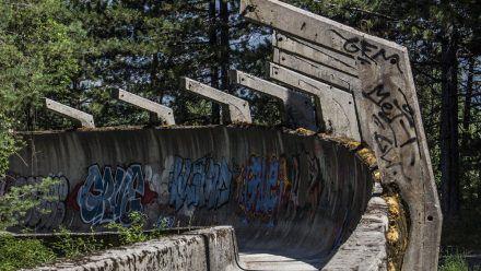 Kaum noch als solche zu erkennen: Die Bobbahn am Trebevi?. (kms/spot)
