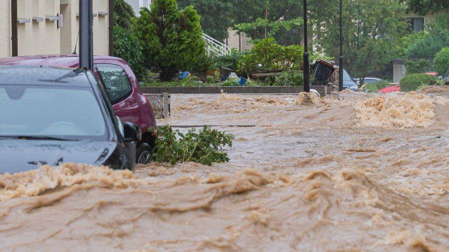 Im Westen Deutschlands verschlang das Hochwasser alles was sich entgegenstellte.  (amw/spot)