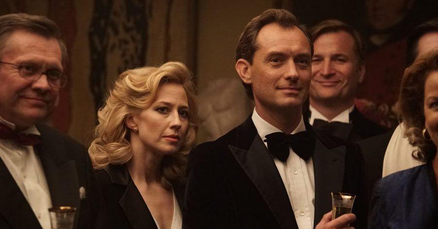"""Carrie Coon als Allison und Jude Law als ihr Ehemann Rory in einer Szene des Films """"The Nest - Alles zu haben ist nie genug""""."""