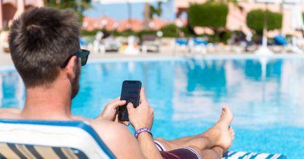 Schon wieder ein Anruf von der Chefin? Wer Urlaub hat, muss grundsätzlich nicht erreichbar sein.