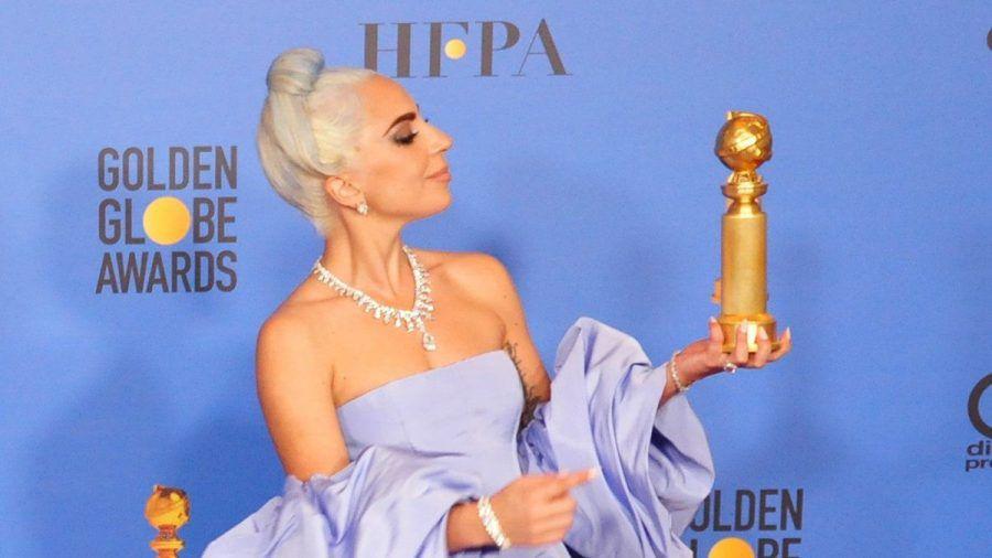 Lady Gaga mit ihrem Golden Globe im Jahre 2019. (nra/spot)