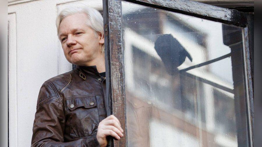 Julian Assange im Jahr 2017 in der ecuadorianischen Botschaft in London. (ili/spot)