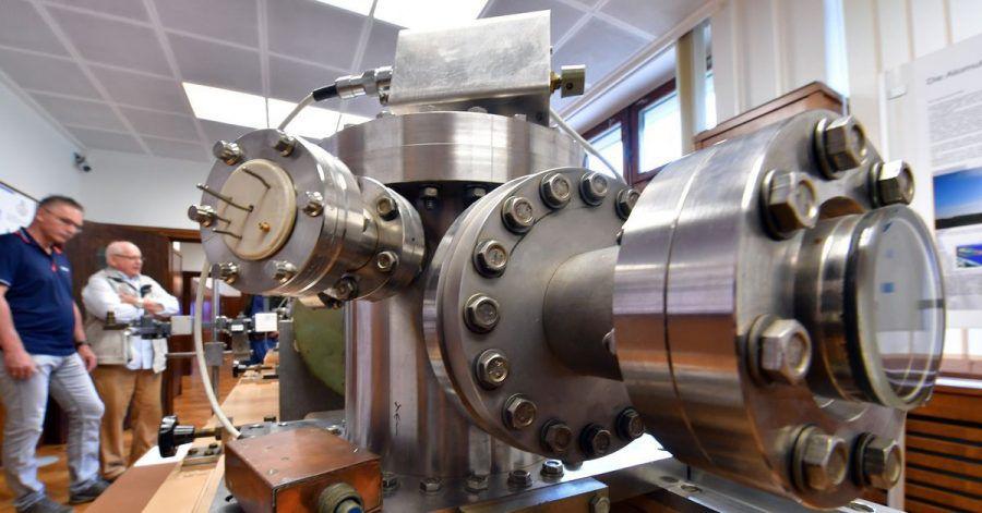 Die in der DDR gebaute Cäsium-Atomuhr im Ruhlaer Uhrenmuseum.