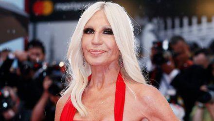 Donatella Versace vermisst ihren Bruder Gianni, der 1997 ermordet wurde. (amw/spot)