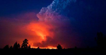 Flammen und Rauch des «Bootleg»-Feuers im US-Bundesstaat Oregon.
