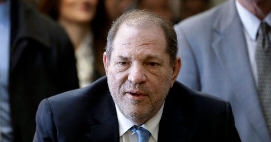 Ex-Filmproduzent Harvey Weinstein, der wegen Vergewaltigung und sexueller Nötigung eine langjährige Haftstrafe absitzt, ist in Los Angeles wegen weiterer Sexualstraftaten angeklagt worden.