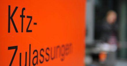 Ist die Verkehrssicherheit eines Fahrzeugs gefährdet steht die Zulassung auf dem Spiel. Das kann auch der Fall sein, wenn ein Solar-Kühlschrank unsachgemäß verbaut wurde.