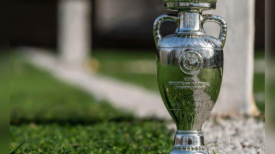 Die EM-Trophäe wird den Besitzer wechseln: Titelverteidiger Portugal musste im Achtelfinale gegen Belgien die Segel streichen. (elm/spot)