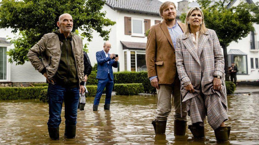 König Willem-Alexander und Königin Máxima zeigen sich bestürzt über die Lage in Valkenburg. (tae/spot)