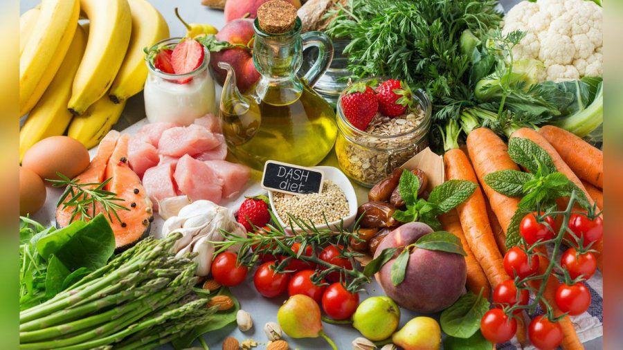 Bei der DASH-Diät kommt viel Obst und Gemüse auf den Teller.  (ncz/spot)