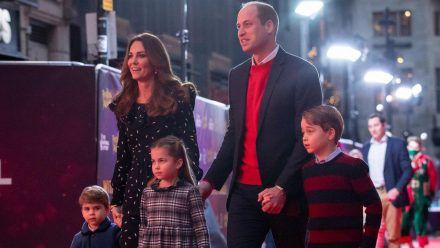 Herzogin Kate, Prinz William und ihre drei Kinder Louis, Charlotte und George (v.l.) bei einem Auftritt in London (eee/spot)