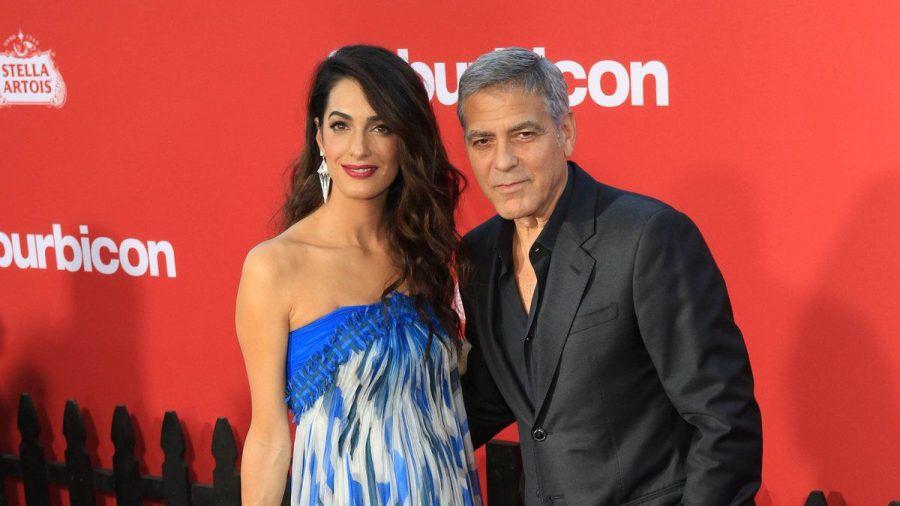 Die Babygerüchte um Amal und George Clooney sind falsch. (tae/spot)
